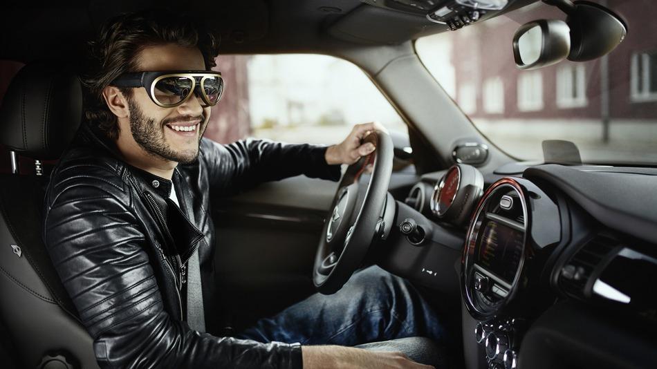 แว่นตา AR ช่วยให้ขับรถ Mini สนุกขึ้น