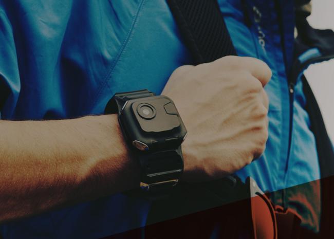 กล้อง action camera ใส่บนข้อมือ