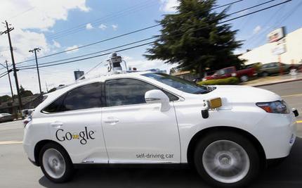 รถไร้คนขับ Google ชนครั้งแรกระหว่างทดสอบ